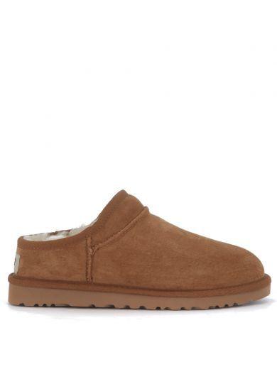 UGG Slip-on Ugg Classic Slipper In Camoscio Marrone Cuoio. #ugg #shoes #slip-ugg-classic-slipper-camoscio-marrone-cuoio