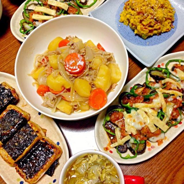 海苔巻き豆腐、お餅みたいだなー と思ってたらお父さんが騙された!笑 これ早く食べないと固くなるんじゃないのー?って(-^艸^-) - 54件のもぐもぐ - 肉じゃが、茄子のキムチ味噌チーズ焼き、海苔巻き豆腐ステーキ、南瓜サラダ、スープ by rika9