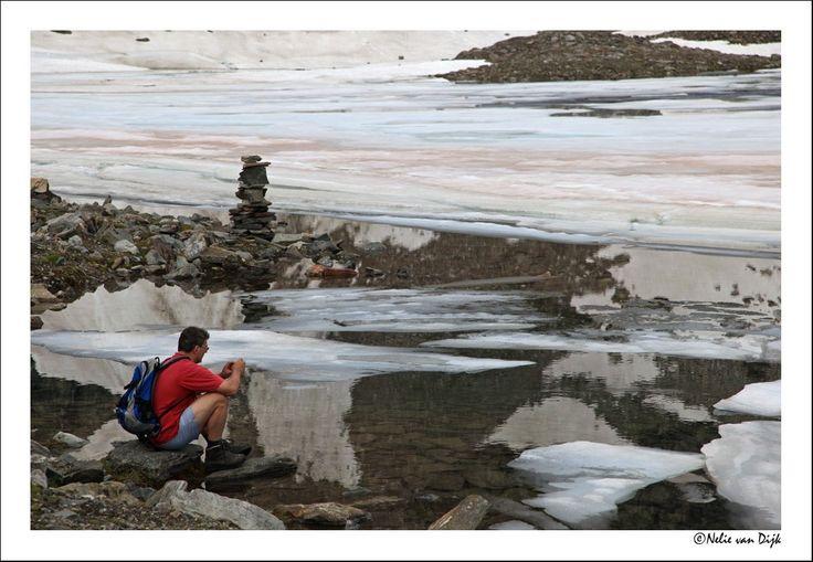 IJs schotsen. IJs schotsen op een bergmeer in Oostenrijk