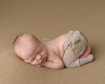 Neugeborene Hosen Prop Bobby Creme Boy von LovelyBabyPhotoProps