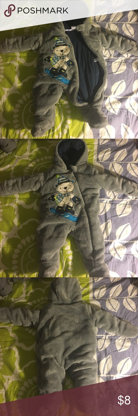 Babies gray snow suit Gray thick snow suit.  3months Other