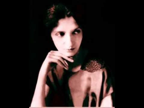 Clara Haskil plays Bach Toccata in E minor - YouTube