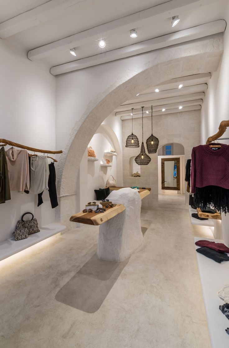 Sign clothing boutique, Rustic interior, bags and accessories