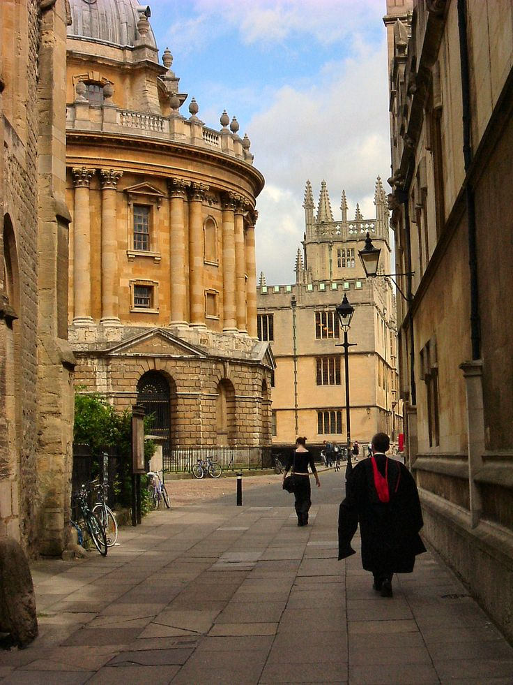 historic Catte Street, leading to Radcliffe Square