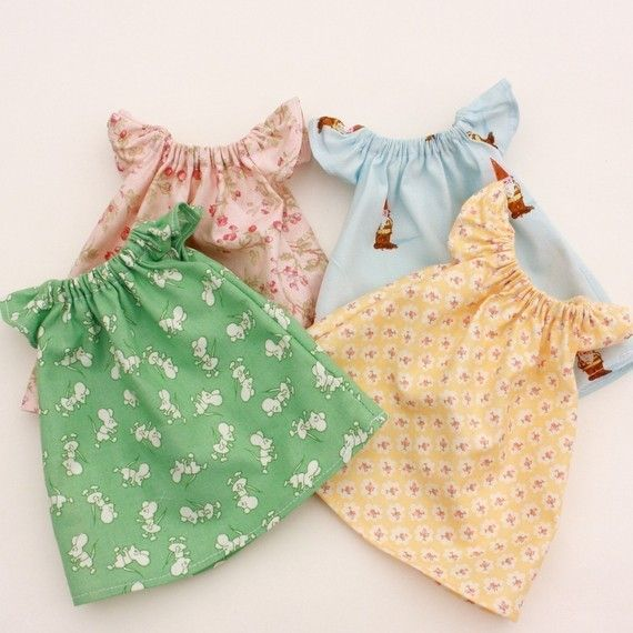 oooh, these are just too cute and of course must be paired with a miniature clothes line for dolly's dresses