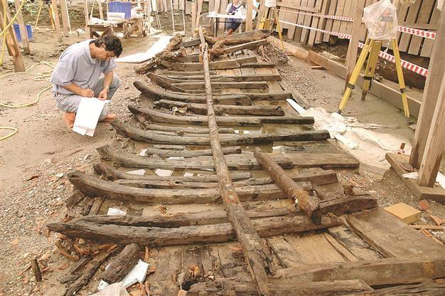 A wooden notebook found in a sunken ship during the Yenikapı excavation