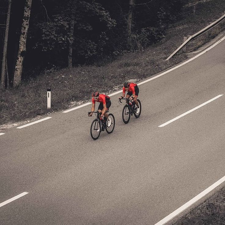Call some friends ride fight and keep calm. . . #guee #bartape #sldual . . #cyclingshots #cyclingpics #emotional #roads #bikeride #tourdefriends (c)radrace/dtswiss #cycling #outdoors #biking #bike #cycle #bicycle #instagram #fun