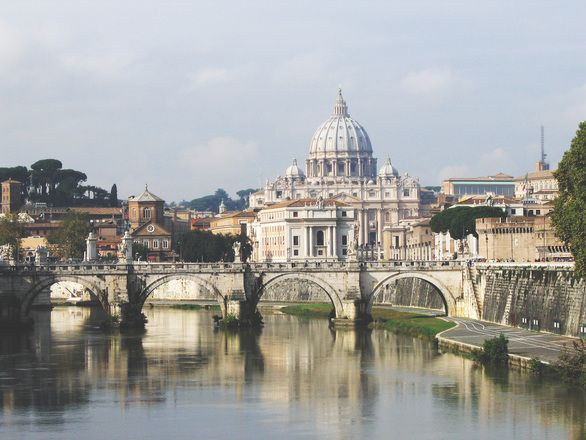 Watykan - Stolica Apostolska, która kryje w sobie nie tylko sakralne budowle, ale i lwią część historii oraz kultury. Sprawdź co warto zobaczyć na miejscu?