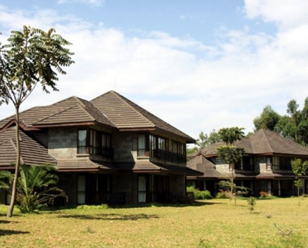 Lake Naivasha Simba Lodge - Set in acacia woodland on the shores of Lake Naivasha, Lake Naivasha Simba Lodge makes the ideal holiday or business venue. Close to Hell's Gate and Longonot National parks, and only an hour from either Nairobi or Nakuru.  The lodge consists of 70 superior guest rooms furnished with wrought iron and mahogany furniture and have a step-down sitting area with television.