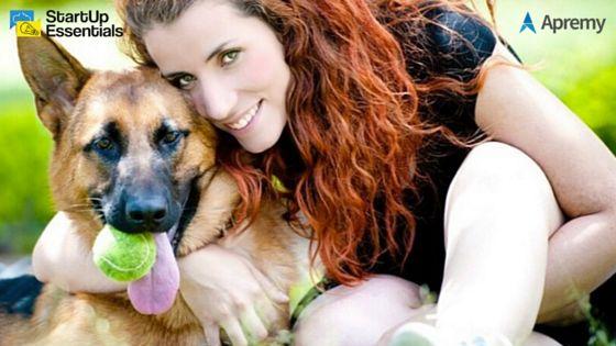 """Mira aquí tres ejemplos de emprendimientos nacidos en nuestros bootcamps (y ninguno es una red social de perros jeje), que partieron del segmento genérico """"propietarios de mascotas"""" y que a través del proceso de desarrollo de clientes llegaron a identificar problemáticas específicamente en """"propietarios de perros"""", dando origen a nuevos modelos de negocios validados con ventas desde su etapa más temprana."""