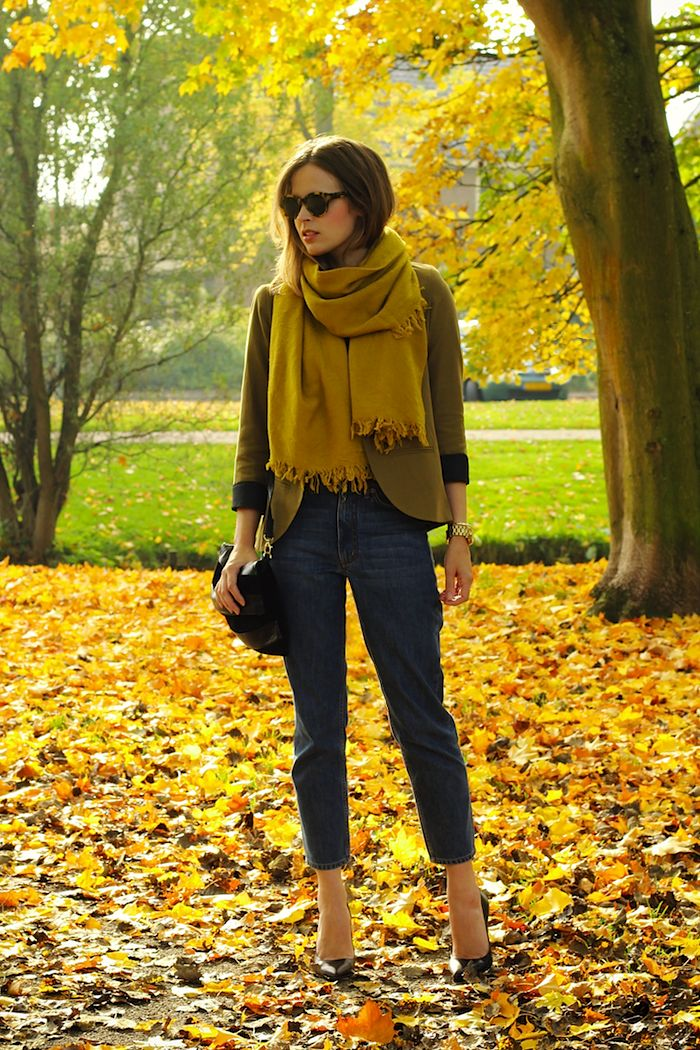 Classic layers and traditional autumnal hues make the chicest combination in this totally on-point bit of Fall style.
