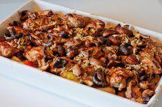 Ovenschotel met kippendijen, tomaten, kastanjechampignons en krieltjes