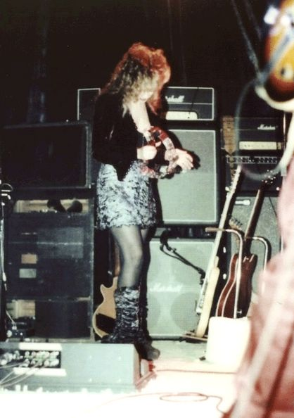 Stevie onstage ~ ☆♥❤♥☆ ~ at the Roxy with Bob Welch, 1981, looking gorgeous in her velvet jacket and crushed velvet mini skirt ~ showing fans a rare sight ~ her lean legs; onstage at the Roxy at the concert Bob Welch gave, 1981; John and Christine McVie, Mick Fleetwood and Steve Nicks joined Bob on stage at the Roxy for this special making it a Fleetwood Mac reunion