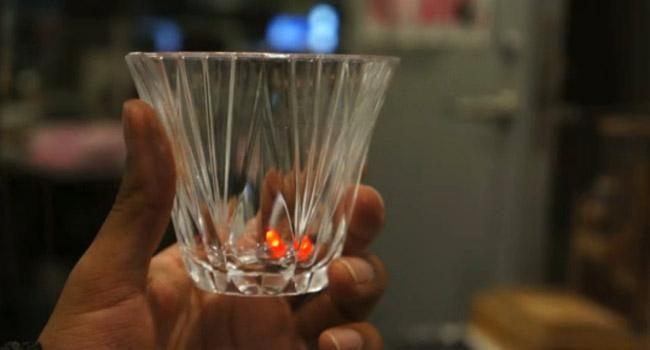 El MIT desarrolla unos cubitos de hielo que avisan cuando hemos bebido demasiado http://www.xataka.com/p/101176