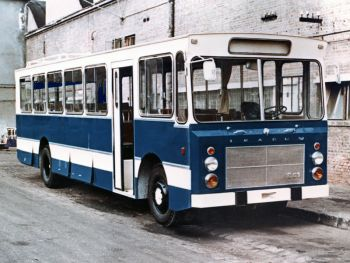 Ikarus 551 '1974–76 A formatervező (vagy az ízlése) fizetés nélküli szabadságon lehetett, amikor ez a típus készült. Olyan csúf szegény, hogy arra nincsenek szavak.
