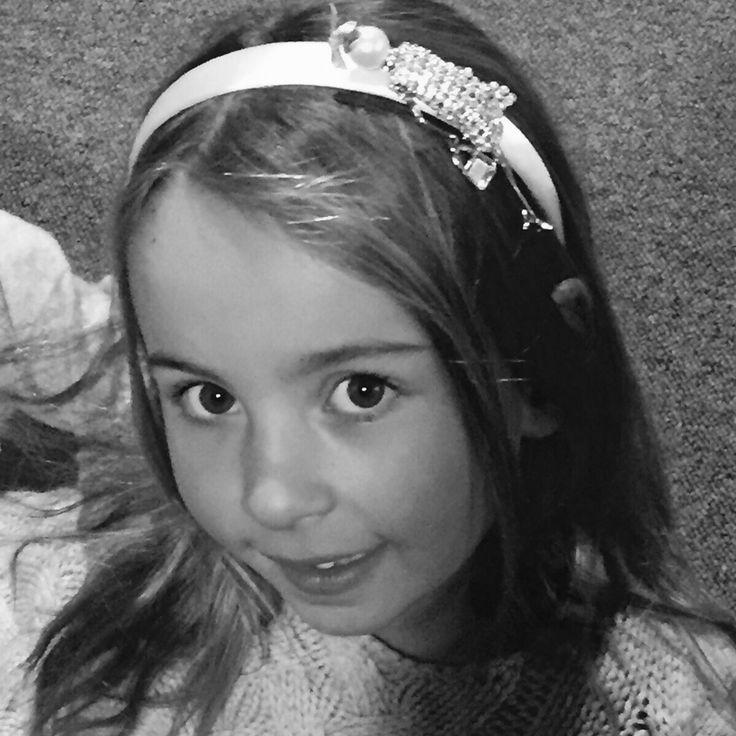www.mamibu.com #Kiki #fattoamano #handmade #cerchietto #bambina con #strass. #littlegirl  #Mamibu #accessori e #abbigliamento #neonati e #bambini