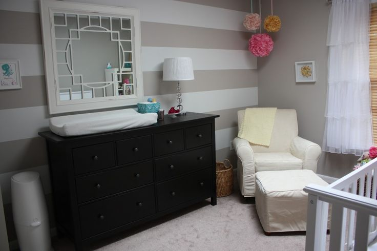 This mirror adds a modern touch to this darling nursery! #modern #nursery