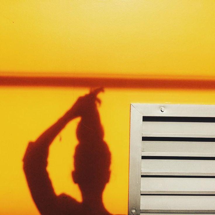 ananas . . . #pineapple#cap#head#shadow#sillhuette#yellow#vsco#AoV#artphoto#visualmood#vsco#exploretocreate#createcommune#MoodyGrams#cheadsmagazine#peoplescreatives#creativemag#visualtraveller#landscape_captures#agameoftones#instaart#paris#creativesnack#ig_france#ig_paris#portrait