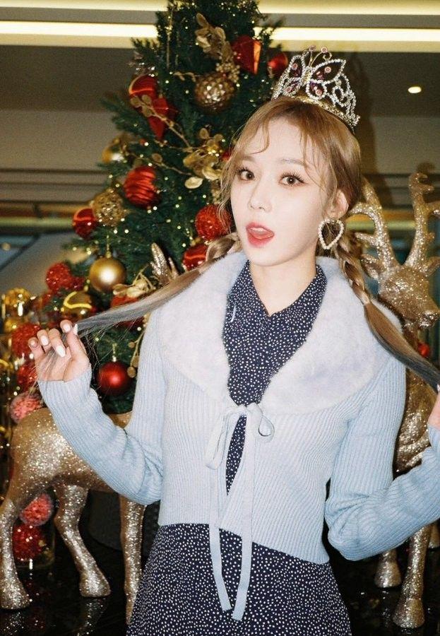 Pin By Nadinepuspitaramadhani On Aespa Happy Winter Kpop Girls Winter Birthday