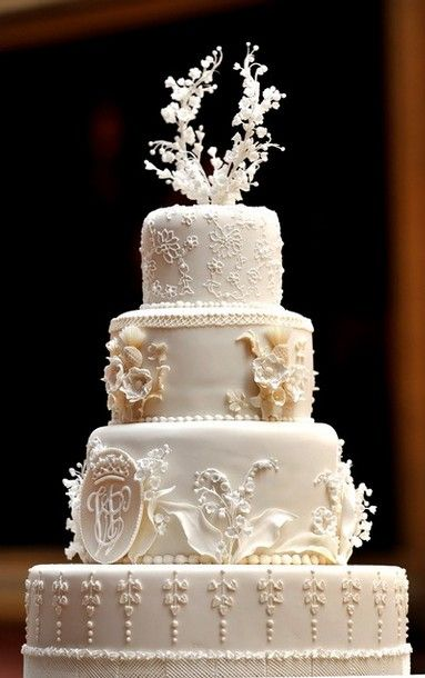 The details on William and Catherine's cake are amazing. : Duchess Of Cambridge, Vanities Fair, Idea, Prince Williams, Kate Middleton, Fun Facts, Royals Wedding Cakes, White Wedding Cakes, Wedding Cakes Design