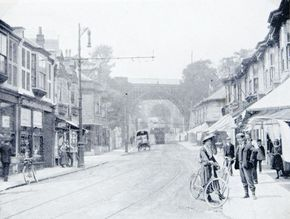New England Road, 1905, showing the goods bridge with the main line bridge in the background. By now trams had been introduced and the line here shown ran up to Seven Dials and thence to the top of Dyke Road.