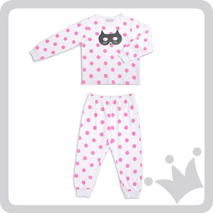 Para las niñas, pijama blanca con puntos en rosado fluo acompañado de un antifaz de gatico. #EPKHalloween #epkmegusta