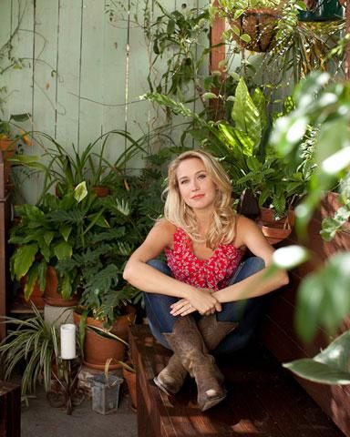 Anna Camp is showing Hollywood a thing or two about Southern charm