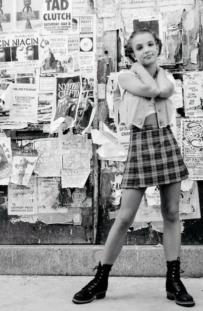women of the 90s---> Britney Spears. A little younger here, than I'm comfortable for this board. But she looks soooo cute!