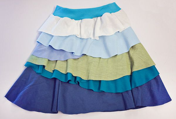 girl skirt. from cotton knit and scraps or old t-shirts. free pattern/tutorial with lots of pics. petite purls.