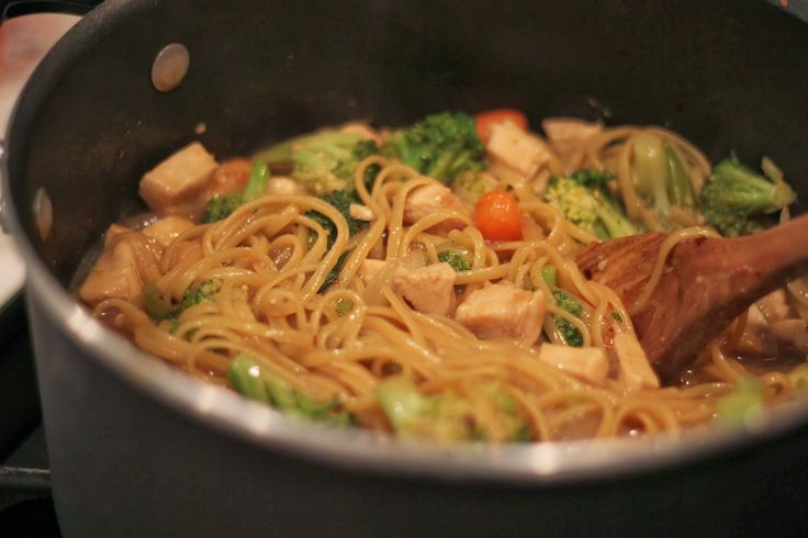 The Apron Gal: One Pot Chicken Lo Mein