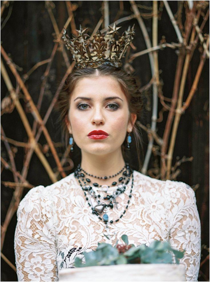 Siegrid Cain Editorial Maria dark mysterious inspiring wedding bride lingerie black veil candles winter braut_0007.jpg