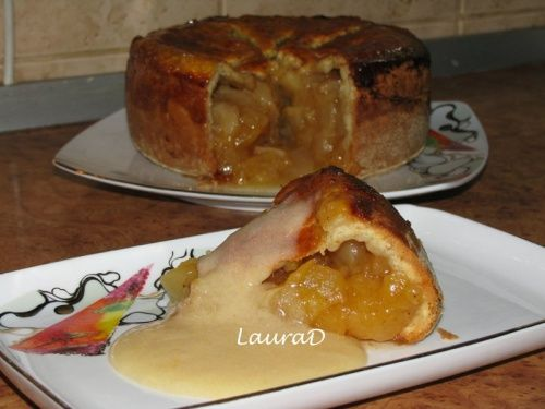 Placinta adanca cu mere si sos aromat - imagine 1 mare