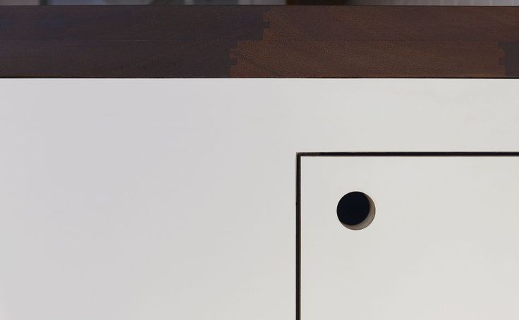 Round hole in a kitchen cupboard to make a handless detail