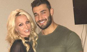 Britney Spears and Sam Asghari post the same Vegas selfie #play #it #again #sam #las #vegas http://fiji.nef2.com/britney-spears-and-sam-asghari-post-the-same-vegas-selfie-play-it-again-sam-las-vegas/  # Smitten Britney Spears beams in a LBD while hugging her beau Sam Asghari in Las Vegas By Bobbie Whiteman For Dailymail.com 00:23 BST 08 May 2017, updated 01:26 BST 08 May 2017 They've been pretty much constant companions since meeting when they filmed the music video for her single, Slumber…