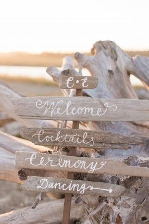driftwood wedding directional signs - photo by B. Jones Photography