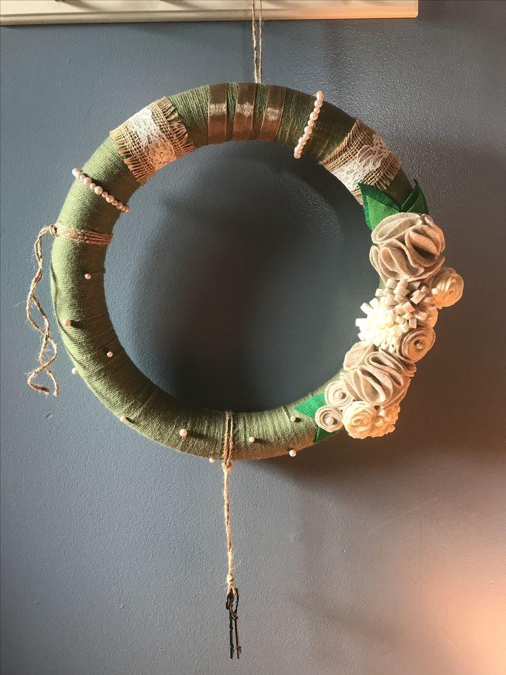 Yarn wreath, felt flowers, rustic, country decor, home decorating