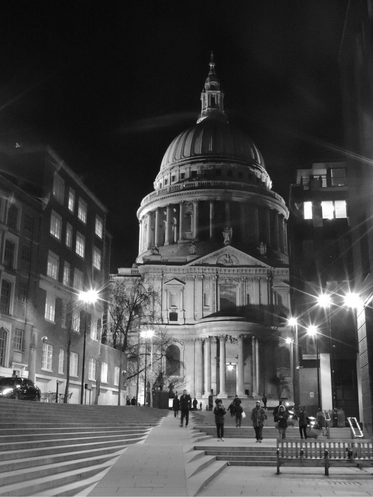 St. Paul's Cathedral in black and white