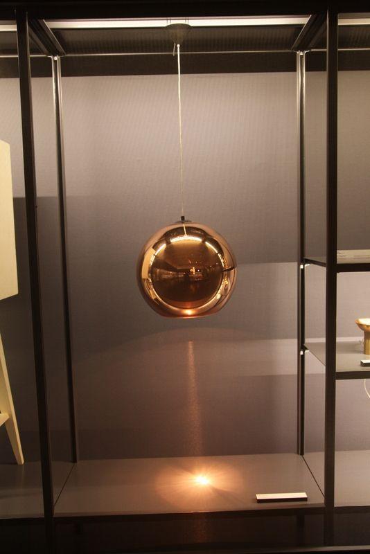 """Tom Dixon, lampada """"Copper shade""""  (Foto: Ludovico Colli da Felizzano)"""