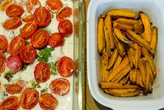 Pladijs met Kokosmelk, Groene Kruiden en Tomaten + frietjes van zoete aardappel
