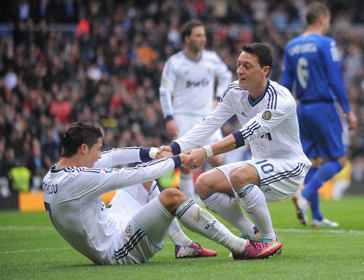 Cristiano Ronaldo and Mesut Ozil - Real Madrid CF v Getafe CF - La Liga