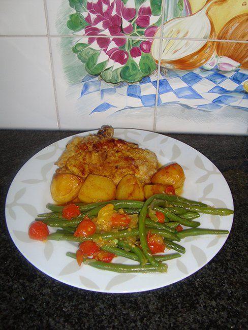 Recept voor Prinsesboontjes met tomaat en gelakte varkenskotelet. Meer originele recepten en bereidingswijze voor groenten vind je op gette.org.
