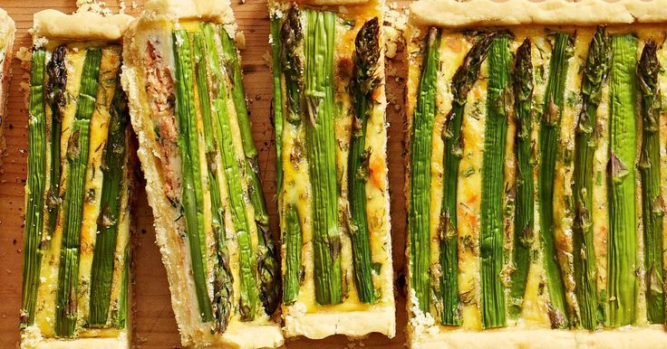Salmon, asparagus and sour cream quiche