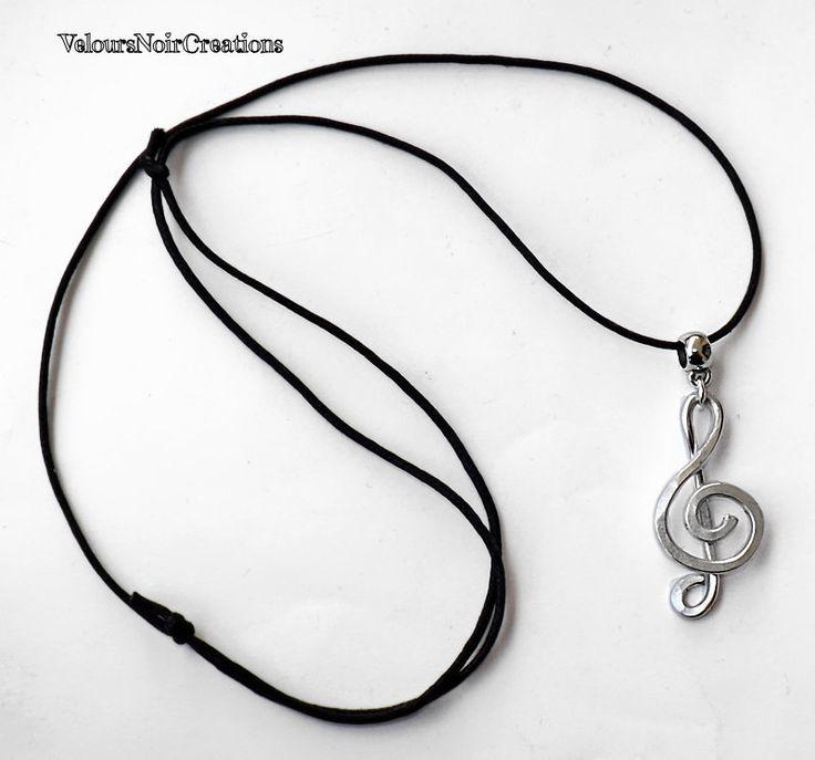 Collana wire chiave di violino in metallo martellato, treble clef necklace by Velours Noir Crèations, 12,00 € su misshobby.com