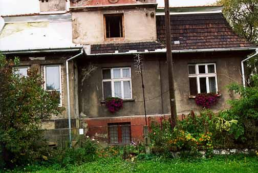 House on Jerozolimska Street where Amon Goeth lived. The photograph above, taken in 1998, shows the front of the house where Amon Goeth lived during the time that he was the Commandant of the Plaszow camp near Krakow, Poland. His mistress, who was introduced to him by Oskar Schindler, lived with him in this house.