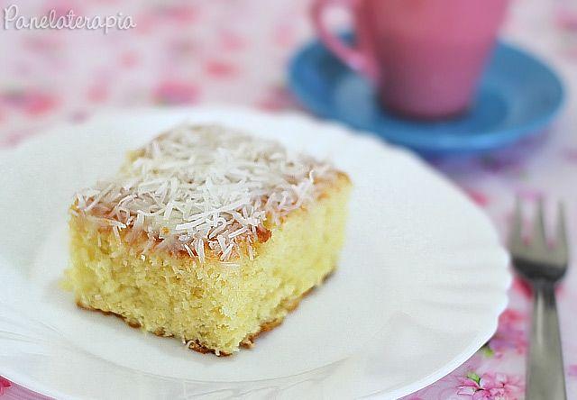 Pense num bolo fofinho que derrete na boca! Essa receita é perfeita! E se você trocar o leite de coco por leite comum, vira um pão-de-ló básico para rechear ou cobrir com qualquer sabor. Eu já dei …