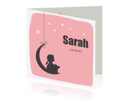 Hip geboortekaartje voor dochter met roze achtergrond, maan, sterren en silhouet van een meisje.