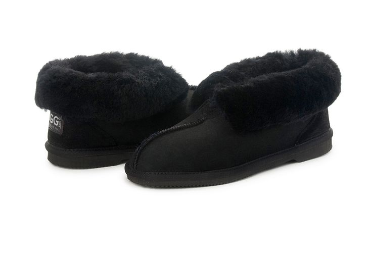 Black UGG Slippers #black #papaya #sheepskin #ugg #boots #slippers #uggboots #australia #aussie #australian