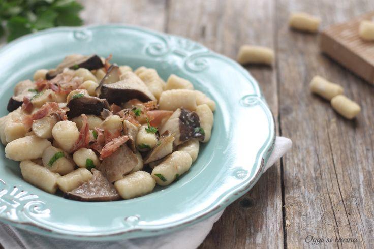 Gnocchi+di+patate+con+funghi+e+speck
