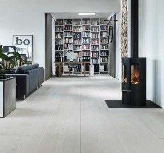 Nice office with Dinesen Douglas natural floor.