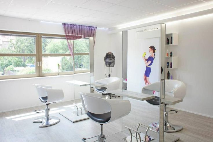 Navštívíte salon, ve kterém Vás budou hýčkat profesionální vizážisté.